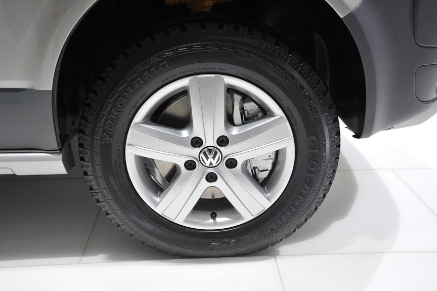 ボディーをリフトアップし、オフロードタイヤを履かせてオフローダー風に仕立てた「パナメリカーナ」。車内の床に鉄板を敷いてタフな雰囲気に