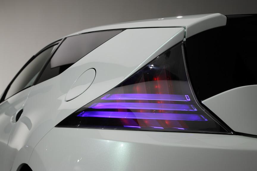 テールランプもアクリルを使ったコンセプトカーらしい造りになっている