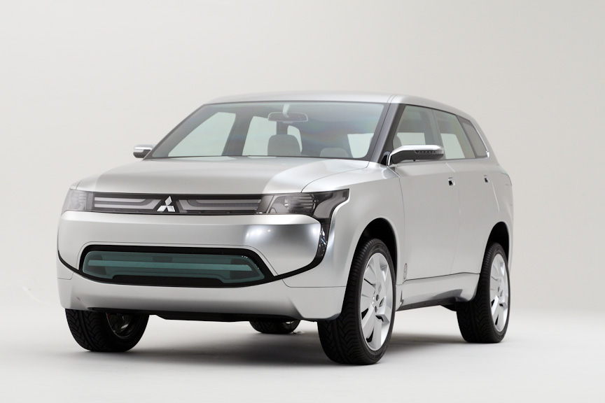 新世代クロスオーバーモデルのConcept PX-MiEV。10・15モード燃費は50km/L
