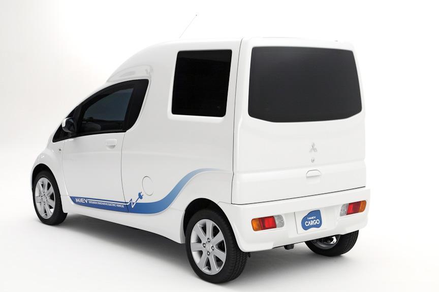 i-MiEVをベースにカーゴスペースを新たに設けたi-MiEV CARGO