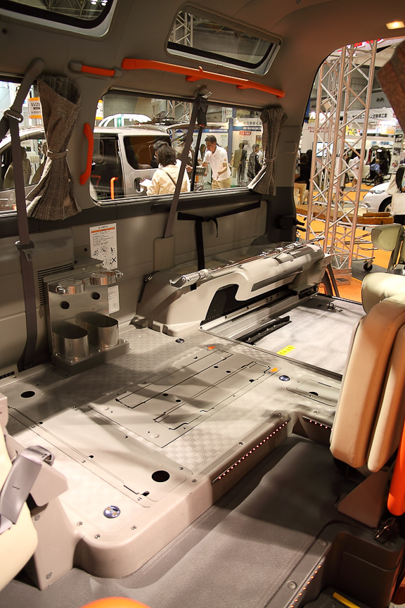 キャラバン チェアキャブ M仕様の車内。ボディーが大きいため、室内の余裕もかなりある