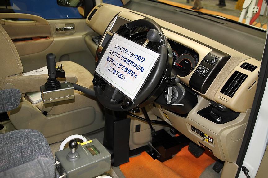 現在開発中のジョイスティックによる運転装置
