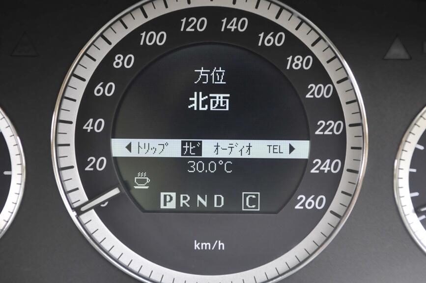 クルマの方向も表示できる。カーナビでの道案内利用時は右左折情報も表示する