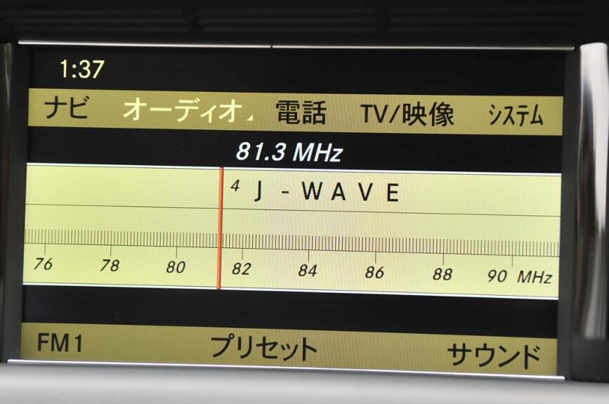 ラジオもCOMANDコントローラーの回して選局することもできる