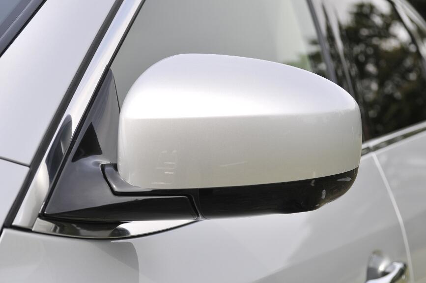 ミラーは電動格納タイプ。Type Pはバックに入れると角度が自動変化する