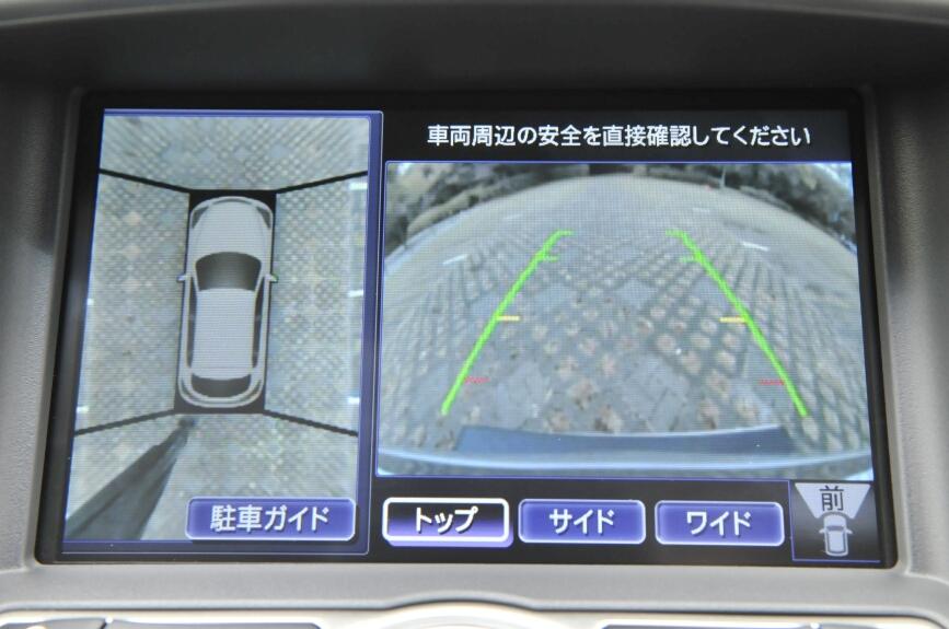 Type Pの360度アラウンドビュー。左後ろに障害物があって警告を発しているところ