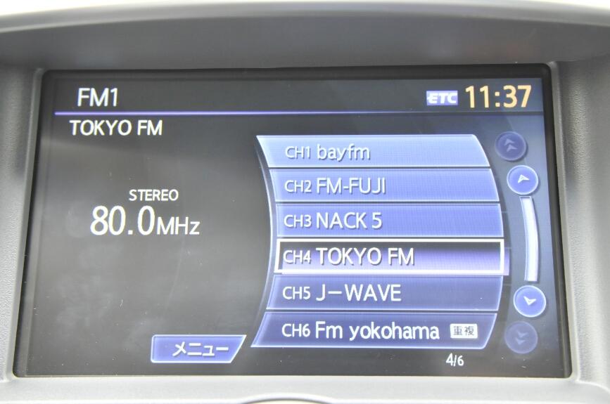 ラジオは局名から選局できる。FM/AMとも対応