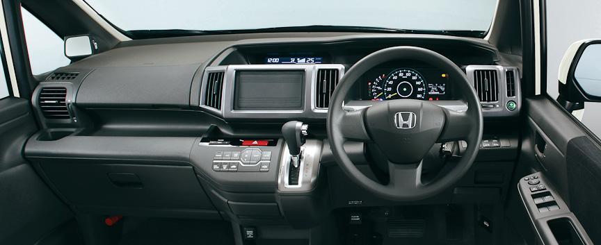 ステップワゴン L インパネ(ブラック)オプション装着車