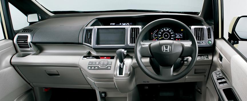 ステップワゴン G・Lパッケージ インパネ(グレー)オプション装着車