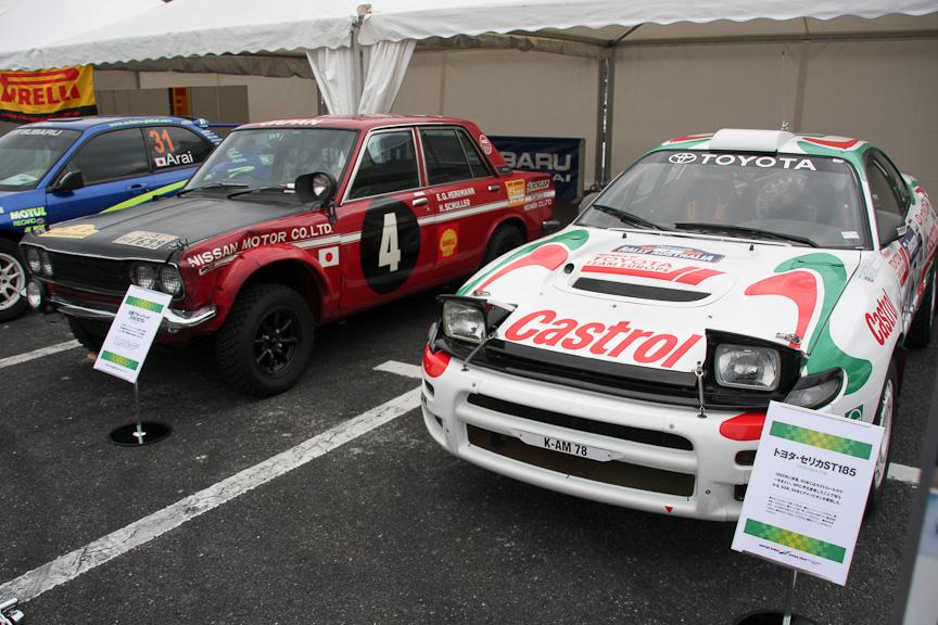 ラリーカーも勢ぞろい。スバルが初めてWRCに参戦したレガシィからインプレッサのWRカー(写真左)、1993年から2年連続シリーズ優勝したトヨタ・セリカST185、1970年サファリラリー優勝車の日産ブルーバード510(写真右)