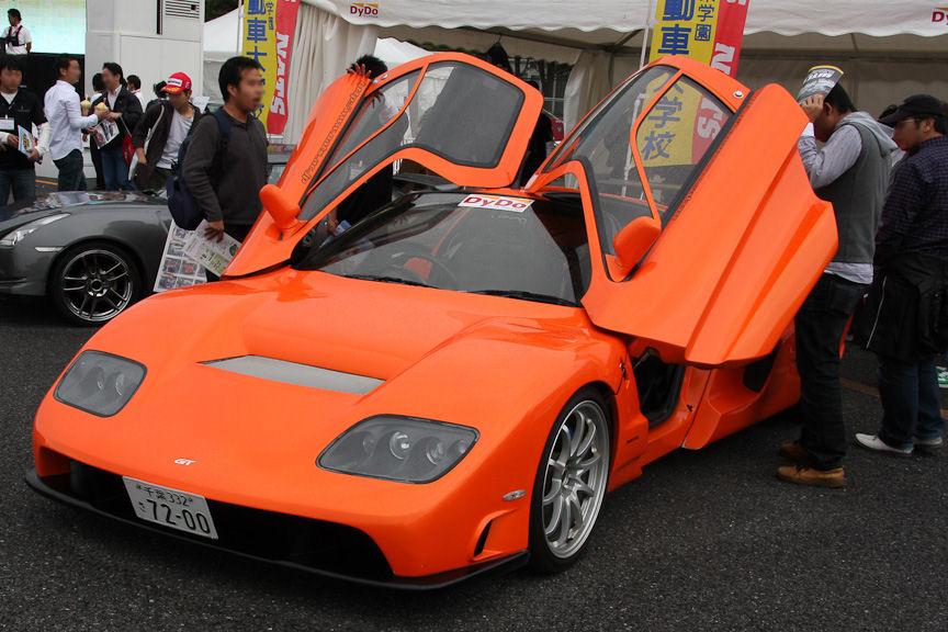 日本自動車大学校のNATSもブースを出展しており、フェラーリをベースに学生が作った車両を展示。インプレッサのトランスミッションを利用し、縦置きのミッドシップレイアウトにしている