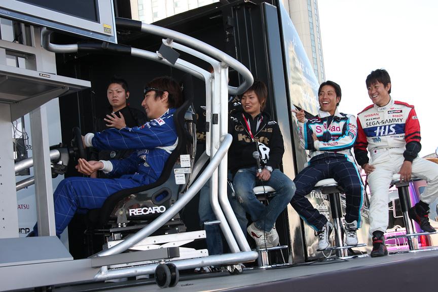 外苑前の市街地コースをチョイスし、マシンはフェラーリを使って争われたグランツーリスモ大会。1周のラップタイプで競われたが、最後の最後で塚越選手が逆転優勝。タイムは1分51秒063。2位の松田選手とはコンマ36秒差だ