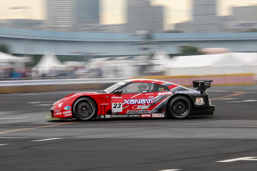 本山選手が2008 XANAVI NISMO GT-Rをドライブ