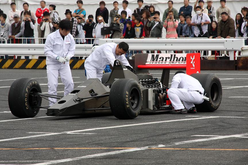 マクラーレンMP4/5。ホンダV10エンジンのサウンドに観客は魅了されていた