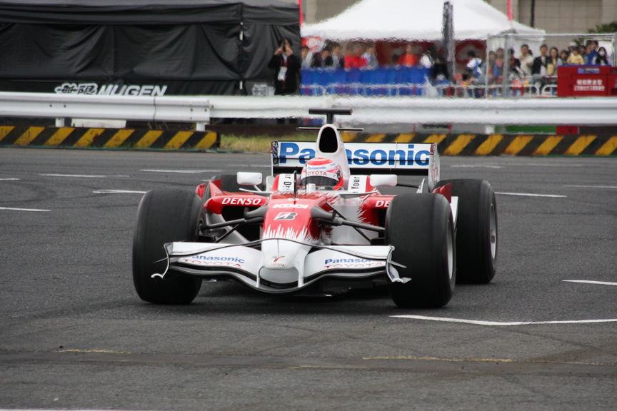 トヨタのF1カーもデモ走行したモータースポーツジャパン2009