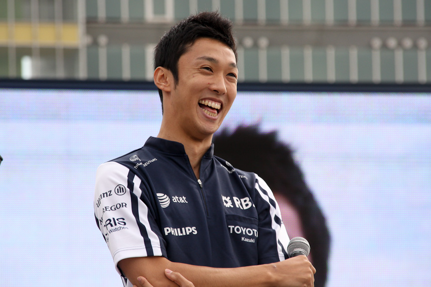 可夢偉選手がドライバーを務め、一貴選手が登場。先日行われたF1日本GPの様子を振り返り、「金曜日は手応えがあったが、決勝は残念な結果だった。残りのレースを全力で戦いたい」と述べた