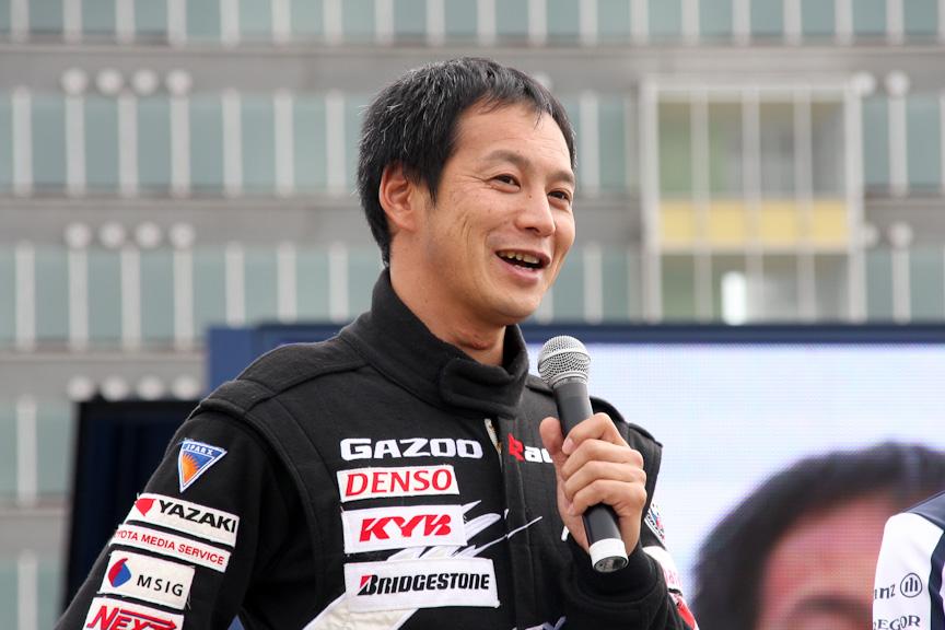 LF-A。ドライバーは飯田選手