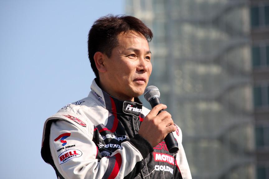 吉田選手は「ニュルブルクリンク24時間に出場したインプレッサSTIは、誰もが手にできるモデルでどこまでレースで勝負できるか、ということが課せられている」と紹介