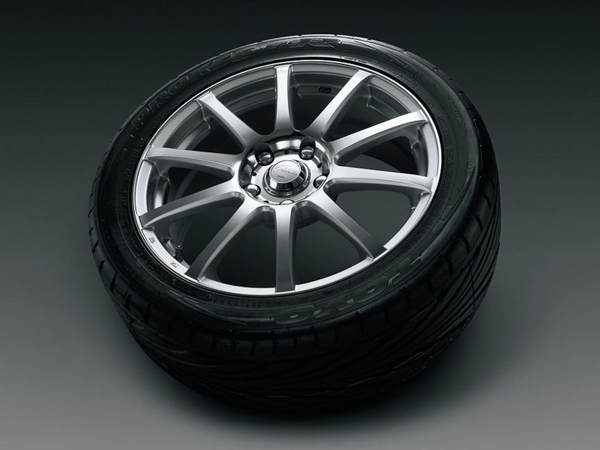 「17インチアルミホイール&タイヤセット」。ウェッズ レオニスFX(カラー:HSミラーカット)にトーヨータイヤ プロクセスT1Rを組み合わせたもの。1台分で21万円