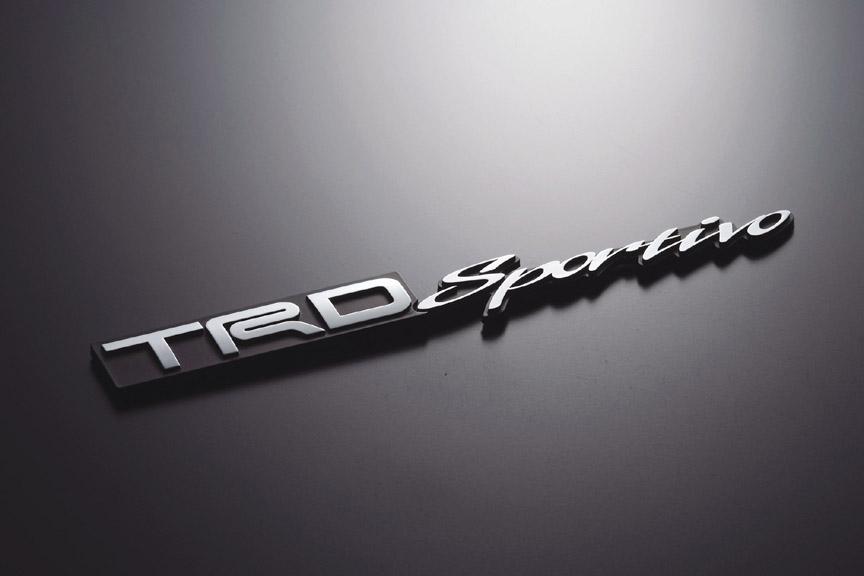 「TRDエンブレム(TRD Sportivo)」材質はABS樹脂で、クロームメッキ仕上げ。164×23mm(幅×高さ)。4935円