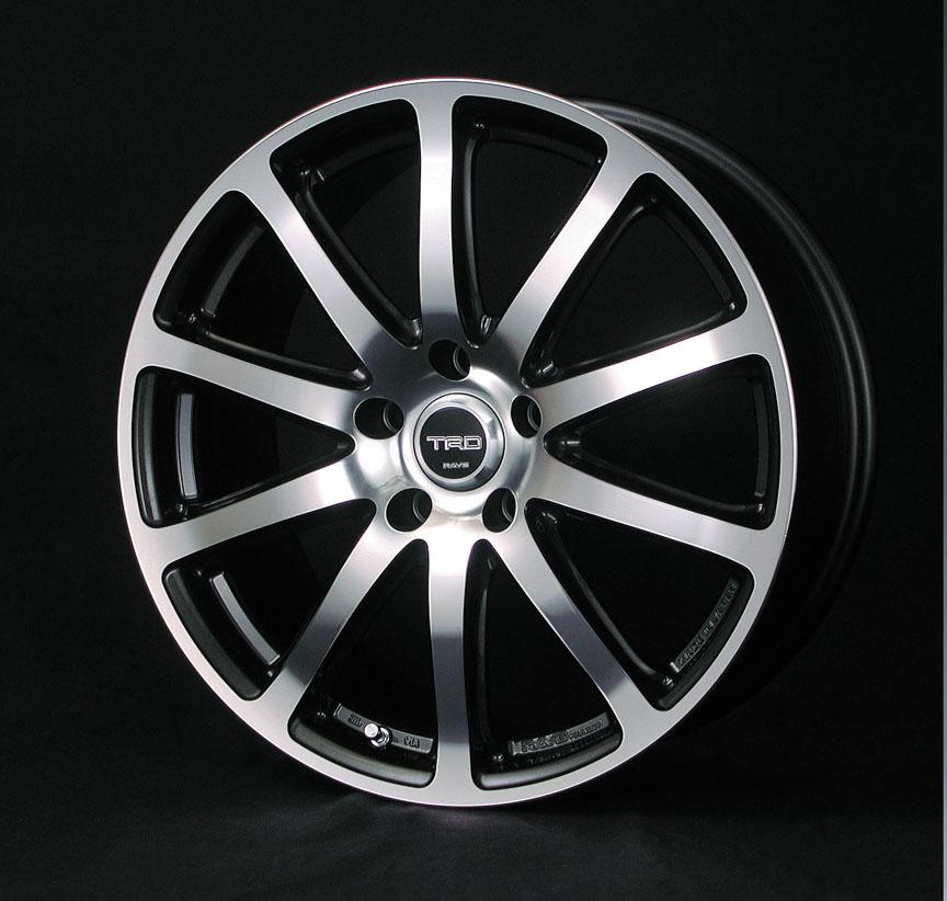 18インチアルミホイール「TF2」。10本スポーク形状で、カラーはダイヤモンドカットシルバー。ホイールナットは別売りでホイールサイズは18×8.0JJ。2WD車(一部グレードを除く)に適合。アルミホイール1台分セットで16万3800円