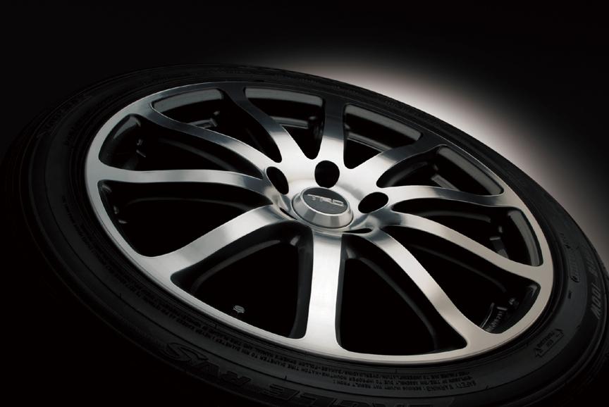 「18インチアルミホイール&タイヤセット」。「TRD TF2」にグッドイヤー「EAGLE LS2000HybridII」タイヤが組み合わせられ、センターキャップとホイールナットが付属する。ホイールサイズは18×8.0JJで、タイヤサイズは245/45 R18。2WD車に適合。1台分で25万2000円