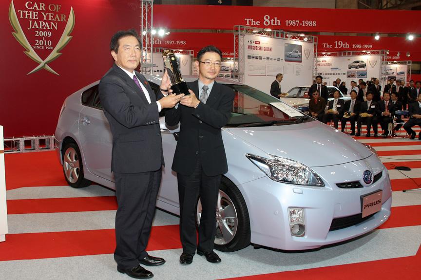 トヨタ自動車 トヨタ第2乗用車センター チーフエンジニアの大塚明彦氏(右)