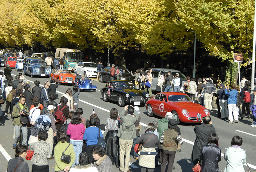 トヨタ博物館クラシックカーフェスタのパレード風景