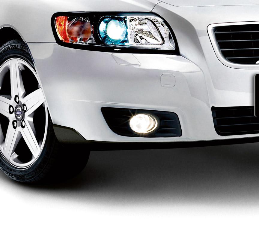 自動光軸調整機構付デュアル・キセノンヘッドライト、フロント・フォグランプ