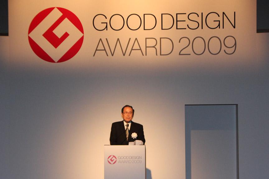 日本産業デザイン振興会 理事長の飯塚和憲氏のあいさつによりグッドデザイン賞大賞選出・表彰式が開幕した