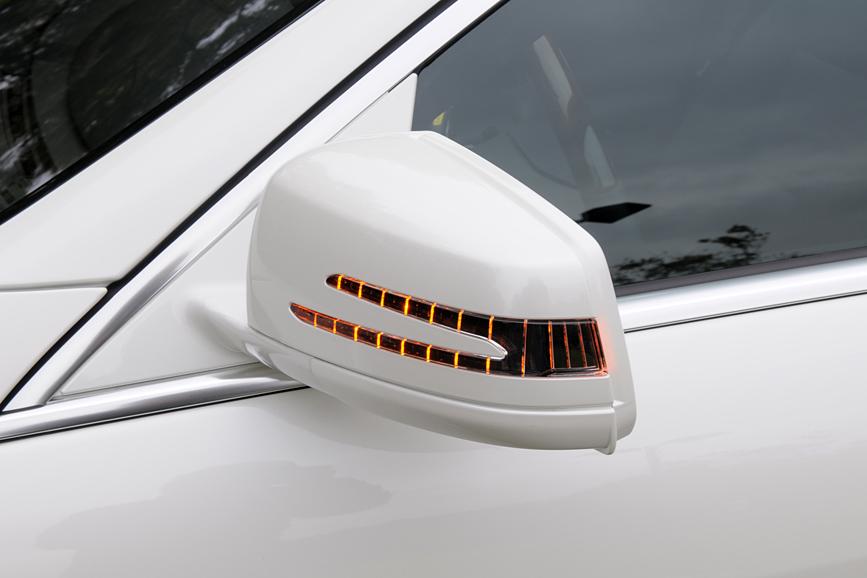 LEDターンライトはドアミラーに組み込まれる