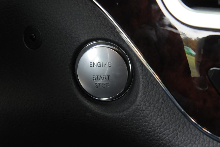 キーを身につけていればボタンだけでエンジンが始動できるキーレスゴー
