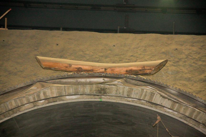 トンネル入り口の上部には木が置かれているが、これはトンネルの入り口を鳥居に見立てたもので、工事が安全に行われることを祈念して行われるもの。トンネル完成の暁には外される