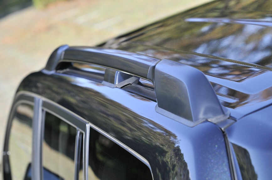 ルーフレールは全車にオプションで用意される。価格は2万6250円