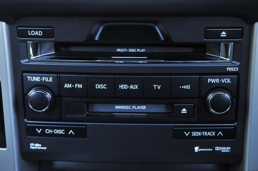 写真はHDDナビゲーションシステム&プラド・スーパーライブサウンドシステムのオーディオ