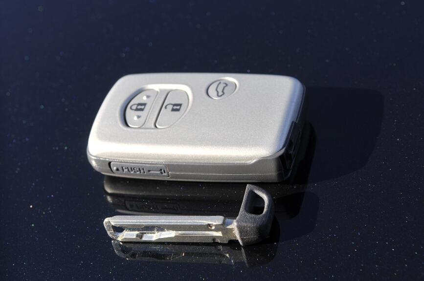 電池切れなどのために通常のキーも内蔵されている