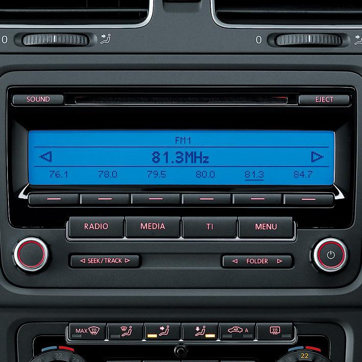 10スピーカーのオーディオシステムを標準装備。外部入力端子も付き、MP3/WMA再生にも対応