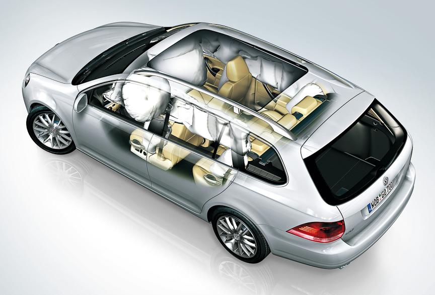 運転席/助手席フロントエアバッグ、前席/後席サイドエアバッグ、サイドウインドー全体を覆うカーテンエアバッグの、合計8個のエアバッグを標準装備