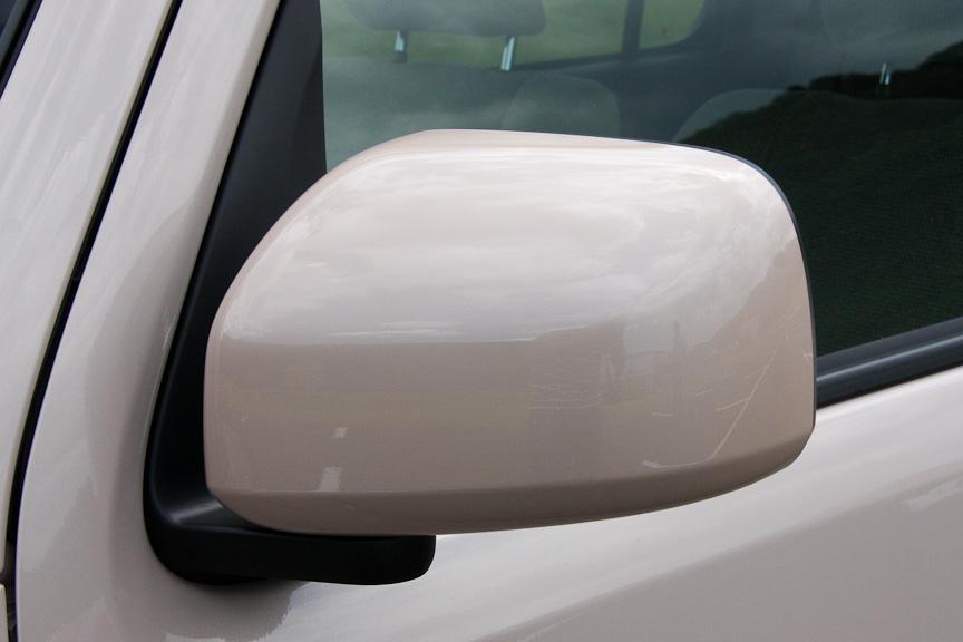 ココア プラスと異なり、ココアではドアミラーにウィンカーは付かず、フェンダーに設けられる