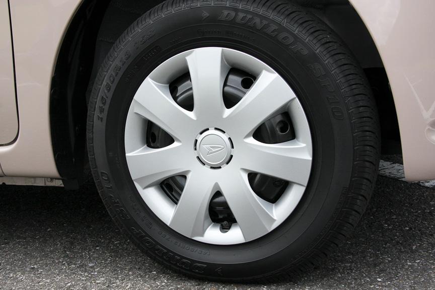 ココアはL、Xともに13インチタイヤを装備。ココアロゴの入ったホイールキャップが付く