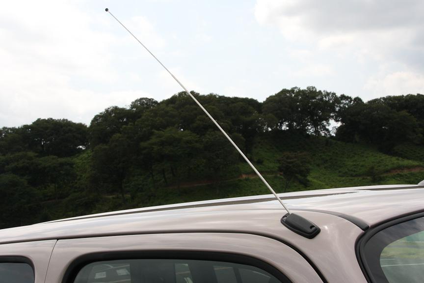 アンテナはピラーアンテナで手動で伸ばすタイプ