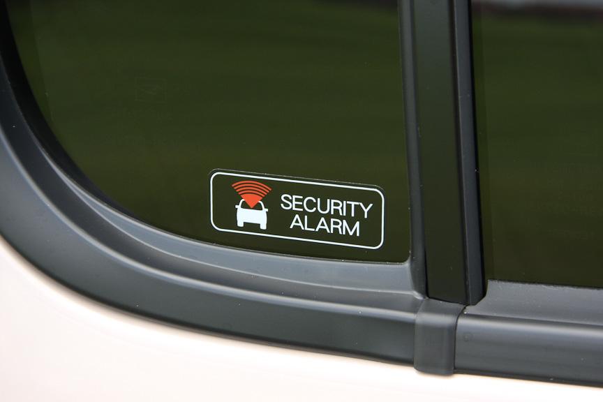 セキュリティアラームを全車に標準装備