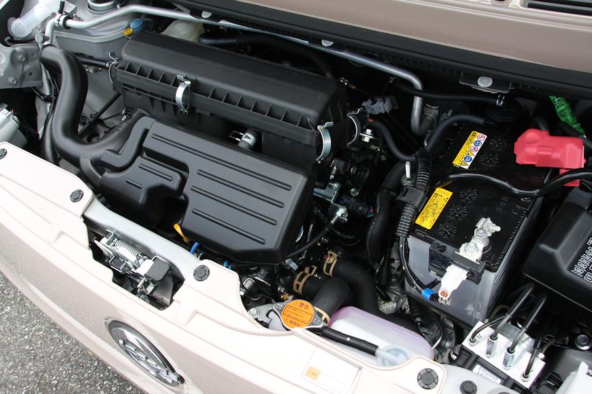 連続可変バルブタイミング機構を持った直列3気筒エンジンは、43kW(58PS)/7200rpm、65Nm(6.6kgm)/4000rpmを発生
