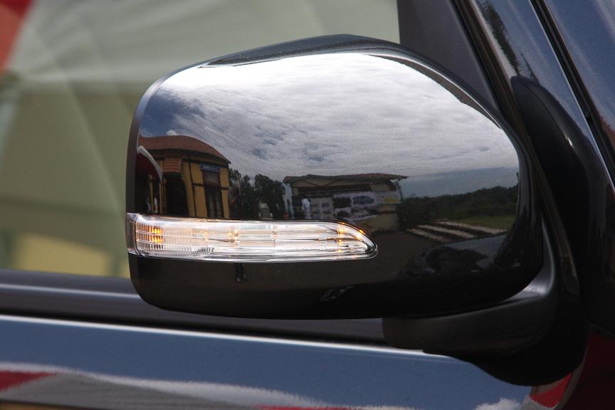 ドアミラーターンランプもココア プラスのみの装備。代わりにフロントフェンダーのウィンカーはなくなる