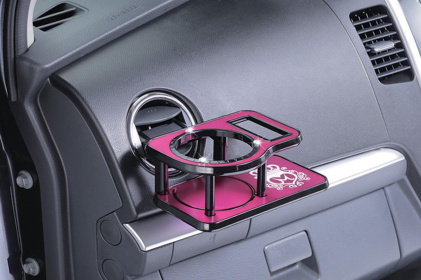 ドリンクテーブルはエアコン吹き出し口やドアに取付可能