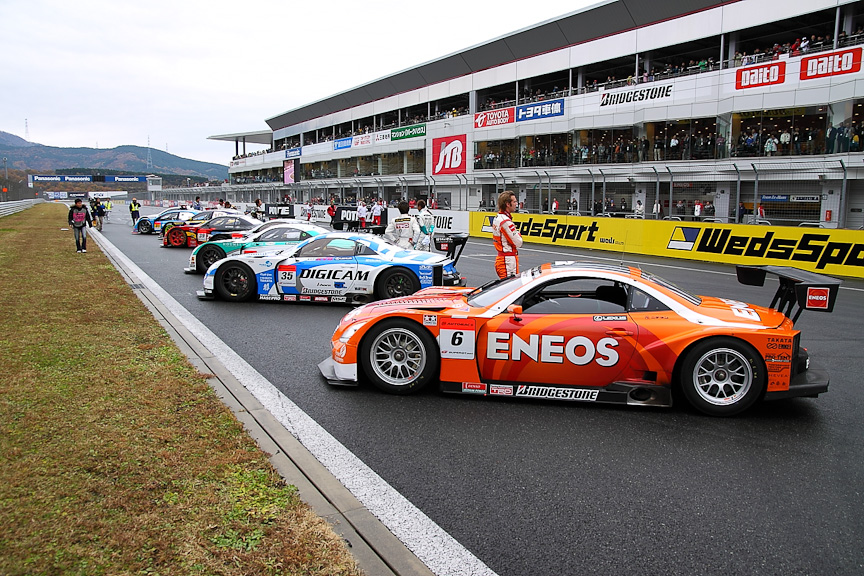 ズラリと並べられたSUPER GTなどの参加マシンたち。今回は約25台が参加した