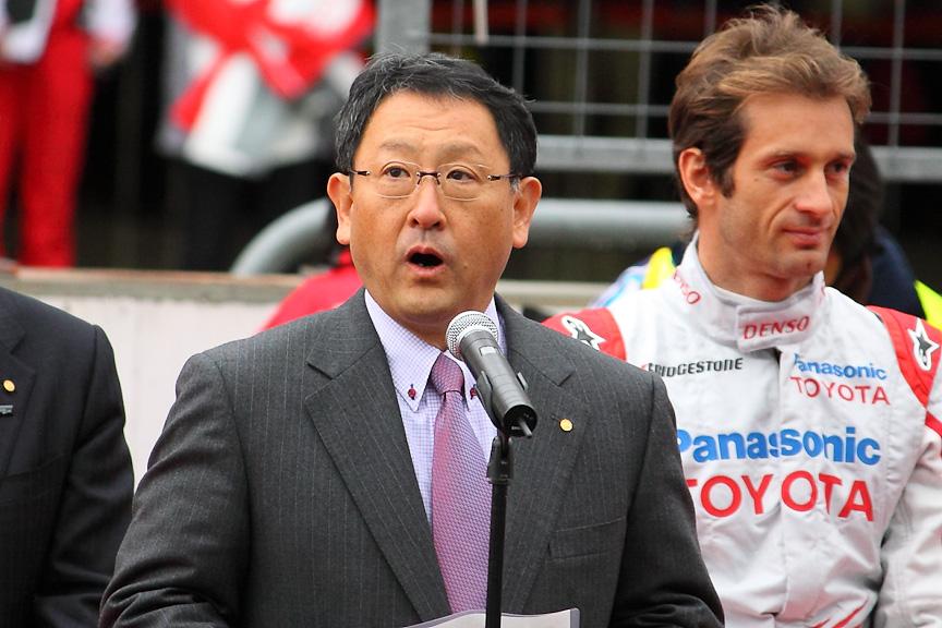 ファンへのお詫びのコメントを述べるトヨタ自動車社長の豊田章男氏