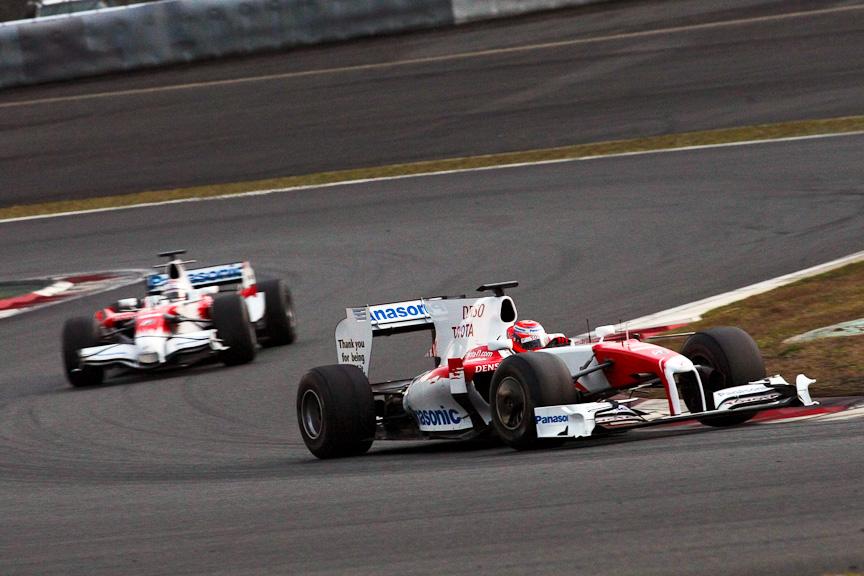 小林可夢偉選手がドライブするTF109。今回がトヨタF1カーのラストラン