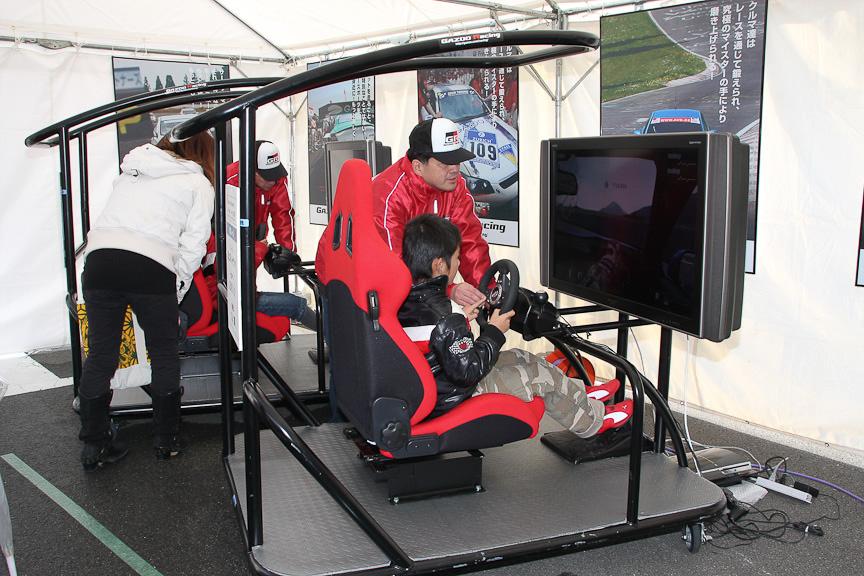 グランツーリスモを使ったバーチャルレーシング体験も行われていた