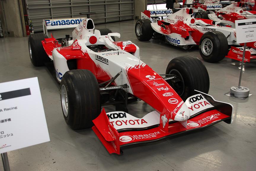 1シーズン飛んでこちらはTF104。オリビエ・パニスとヤルノ・トゥルーリがドライブ